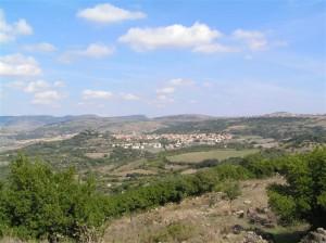 Vista de Padria i Puzzumaggiore des del Nuraghe Lungu (Padria, Sardenya)