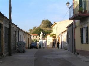 Un dels carrers de Padria (Sardenya)
